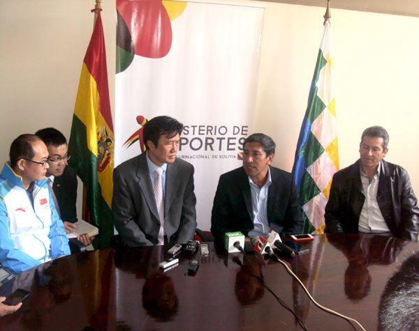 Ministro de Deportes, Tito Montaño, presentó al entrenador chino, Liang Fei, se encargara  de la Selección Nacional que competirá en Juegos Suramericanos Cochabamba 2018.